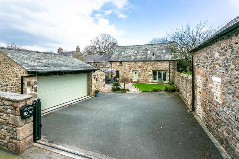 3 Bedrooms Barn Conversion Character Property for sale in The Stables, 10 Manor Lane, Slyne, Lancaster, Lancashire LA2 6RD