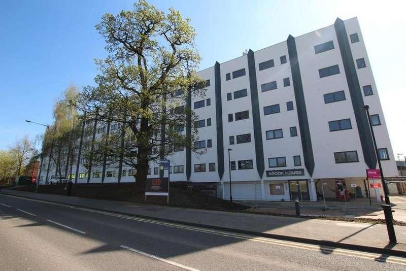 2 Bedrooms Flat for sale in Brook House, Wokingham, RG41