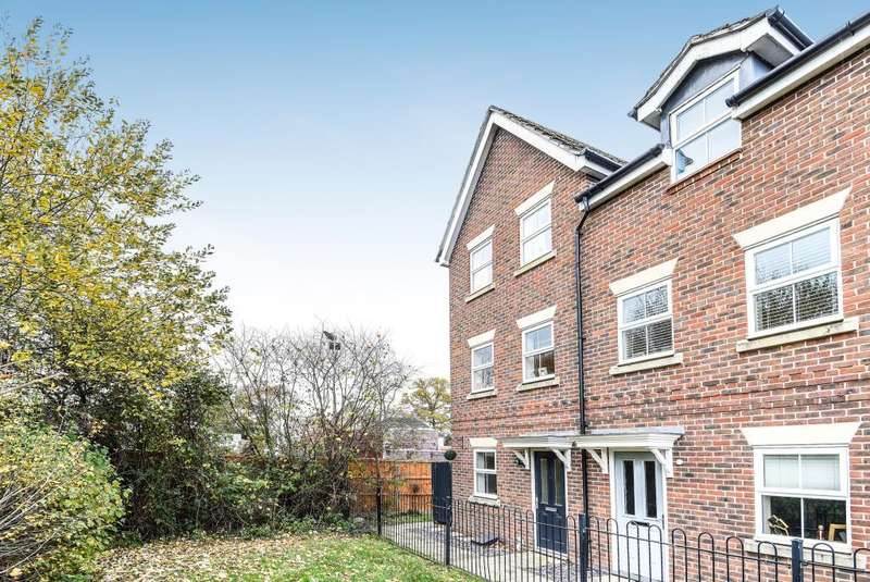 3 Bedrooms House for sale in Beatty Rise, Spencers Wood, RG7