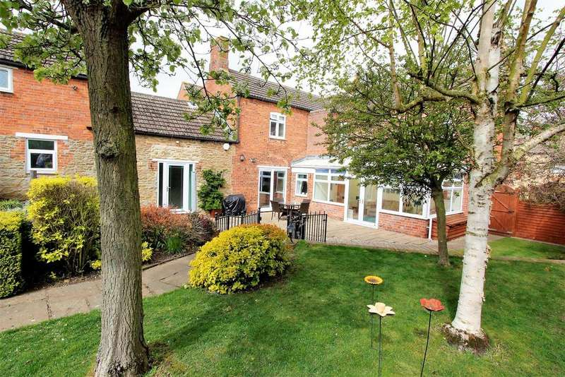 5 Bedrooms Detached House for sale in High Street, Morton, Bourne