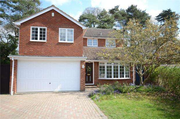 4 Bedrooms Detached House for sale in Cypress Close, Finchampstead, Wokingham