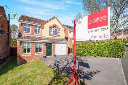 4 Bedrooms Detached House for sale in Crowswood Drive, Millbrook, Stalybridge, Cheshire