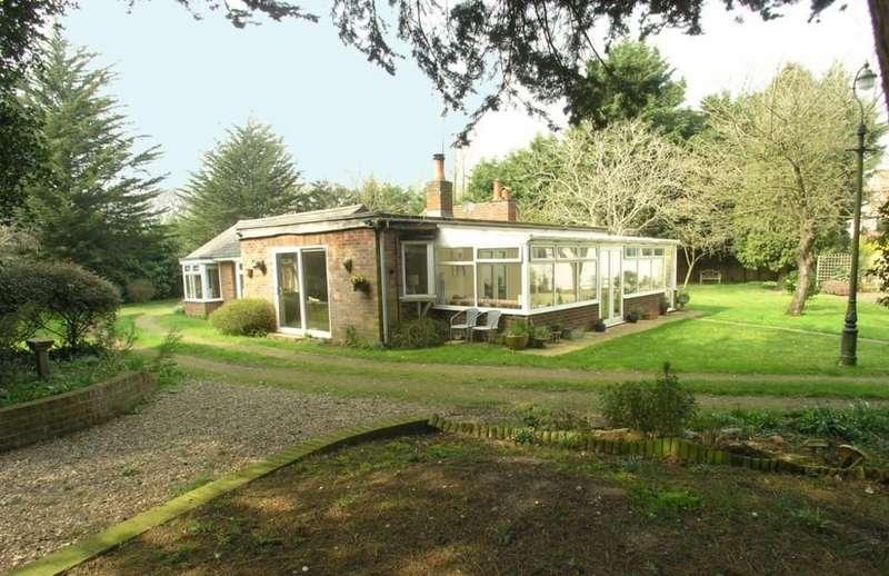 4 Bedrooms Detached Bungalow for sale in Wangford Road, Reydon