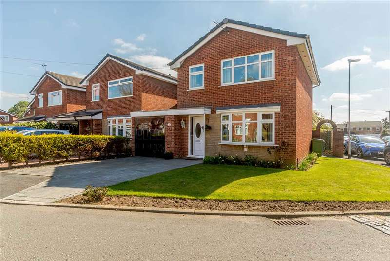 3 Bedrooms Semi Detached House for sale in Hertford Close, Woolston, Warrington