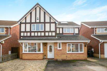 4 Bedrooms Detached House for sale in Kestrel Way, Sandy, Bedfordshire, .