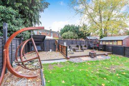 2 Bedrooms Maisonette Flat for sale in Churchill Road, Leighton Buzzard, Beds, Bedfordshire