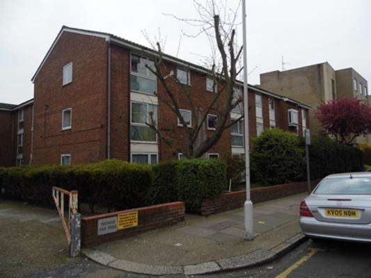 2 Bedrooms Flat for sale in Meads Court, Stratford