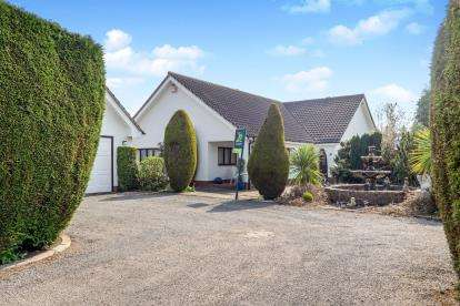3 Bedrooms Bungalow for sale in The Jardines, Bramcote, Nottingham, Nottinghamshire