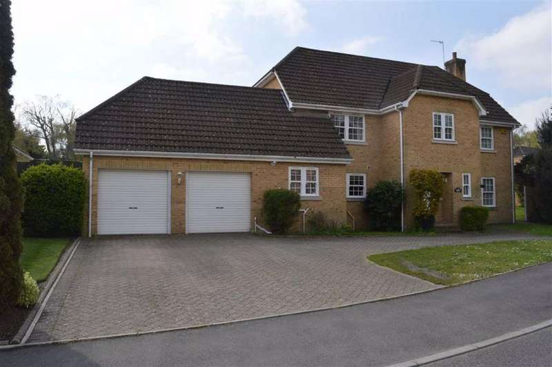 4 Bedrooms Detached House for sale in Portmore Close, Broadstone, Dorset