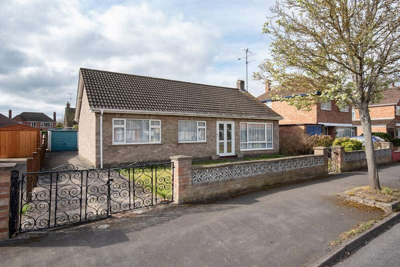 3 Bedrooms Bungalow for sale in Balmoral Avenue, Spalding, PE11