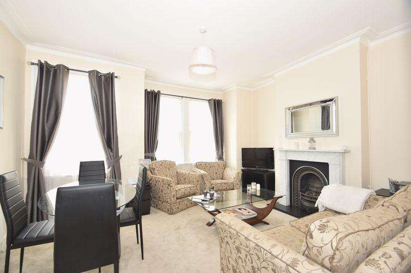2 Bedrooms Flat for sale in College Road