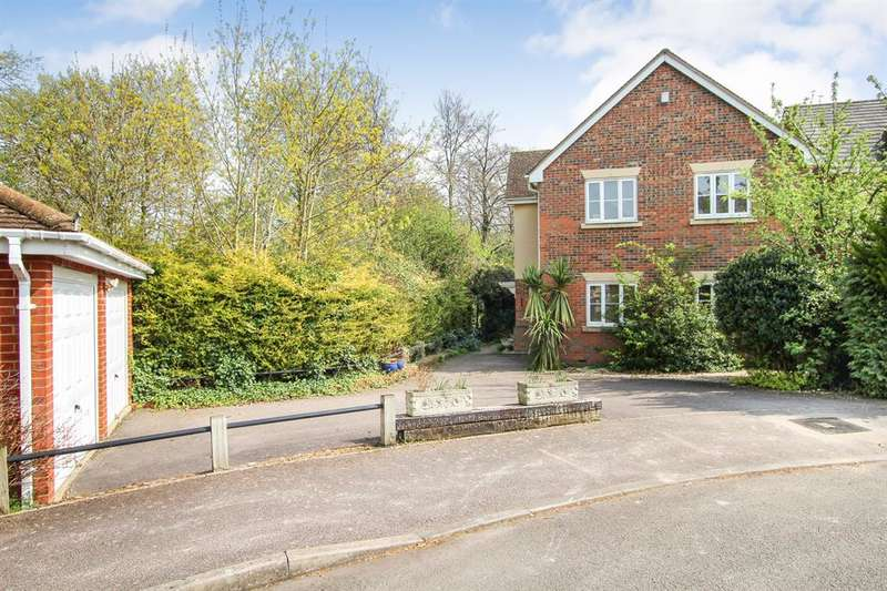 4 Bedrooms Detached House for sale in Castle Close, Pitstone