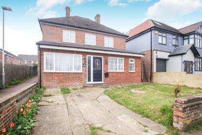 3 Bedrooms Detached House for sale in Montrose Avenue, Luton, Bedfordshire, .