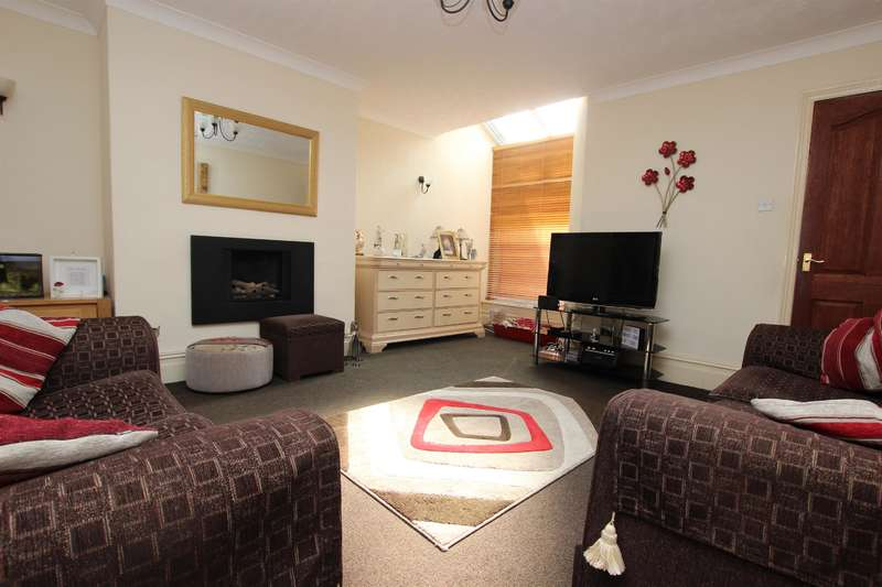 3 Bedrooms Terraced House for sale in Lyndhurst Road Darwen BB3 1QR