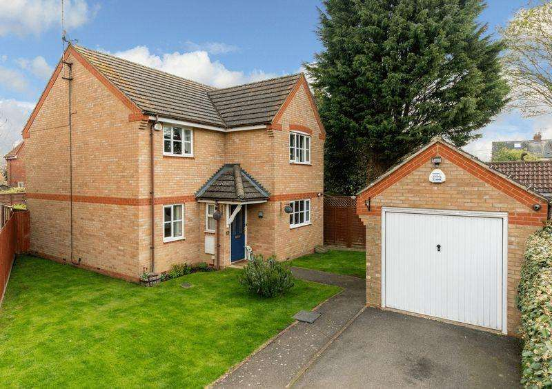 4 Bedrooms Detached House for sale in Mossman Drive, Caddington