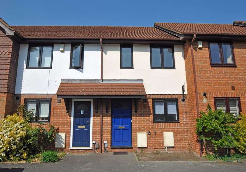 2 Bedrooms Terraced House for rent in The Wickets