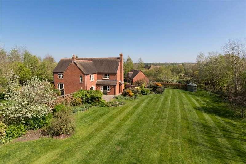 5 Bedrooms Detached House for sale in Weaverlake Drive, Yoxall, Lichfield, Staffordshire, DE13