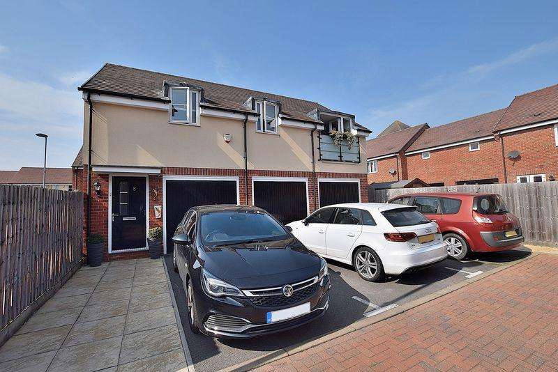 2 Bedrooms Flat for sale in Fully FREEHOLD with a GARAGE driveway PARKING!