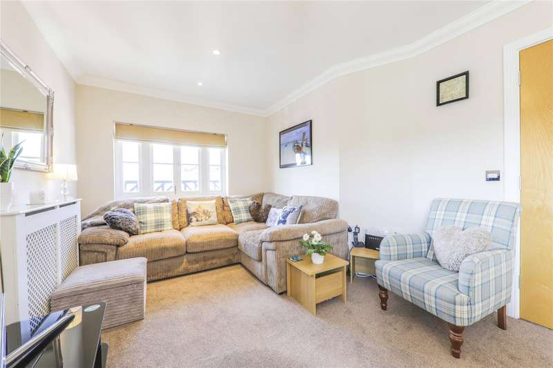 2 Bedrooms Apartment Flat for sale in Parkfield House, Cambridge Road, Crowthorne, Berkshire, RG45