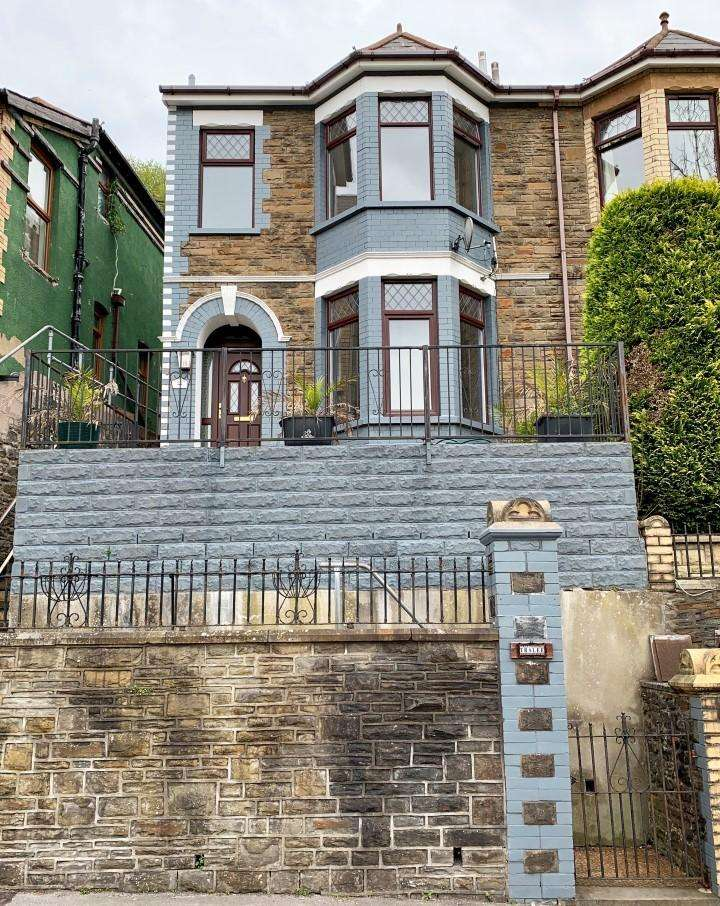 3 Bedrooms End Of Terrace House for sale in Commercial Road, Aberbeeg, Abertillery, Gwent