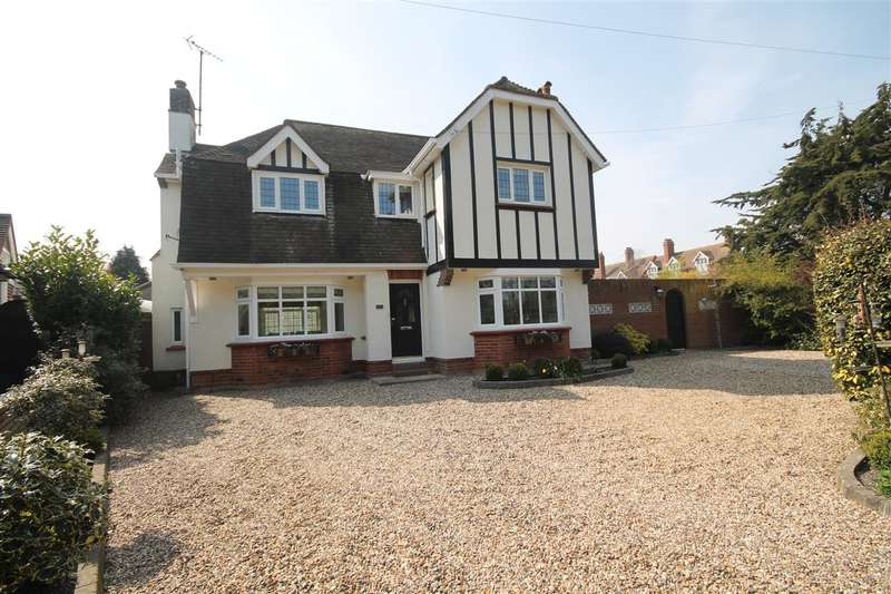 4 Bedrooms Detached House for sale in Albany Gardens West, East Clacton