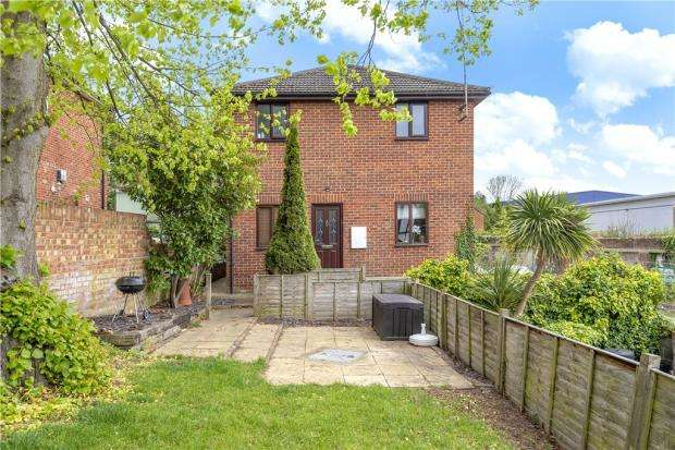 2 Bedrooms Apartment Flat for sale in Tanhouse Lane, Wokingham, Berkshire