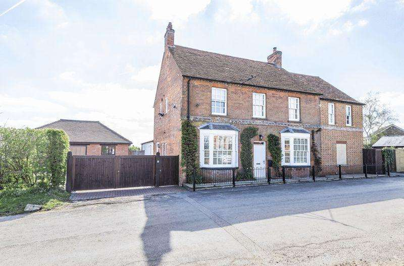 5 Bedrooms Detached House for sale in Moreton Nr Thame, Oxfordshire