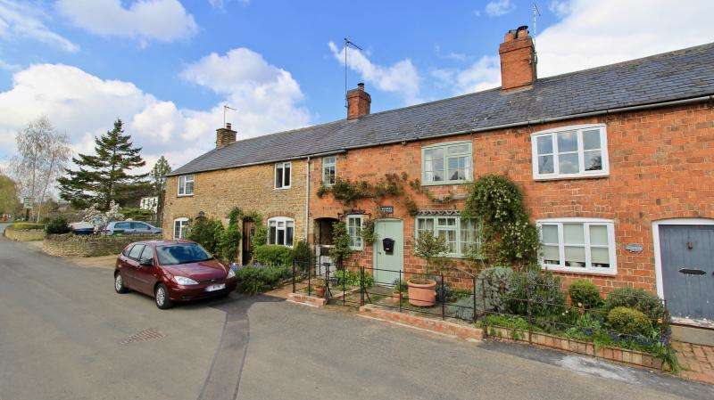 2 Bedrooms Terraced House for sale in Ascott Road, Whichford