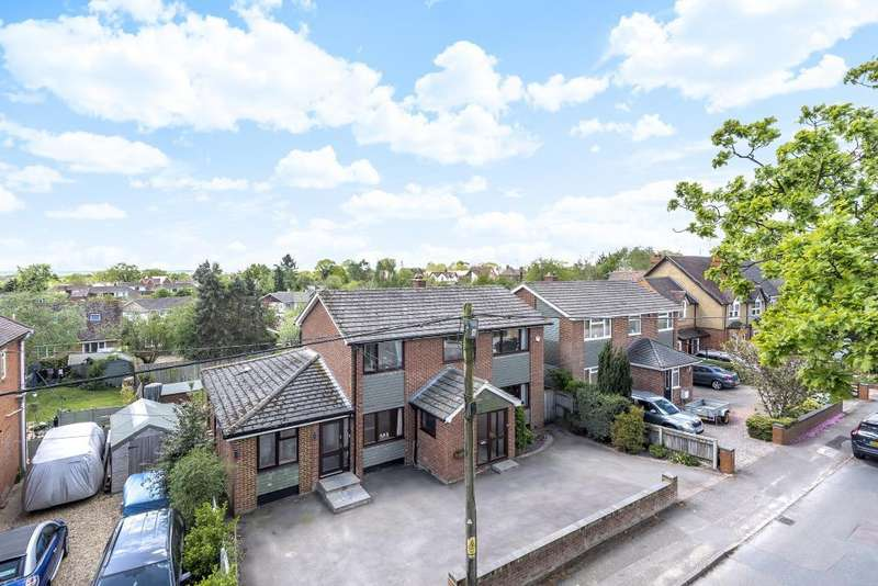 4 Bedrooms Detached House for sale in Cutbush Lane West, Shinfield, Reading, RG2
