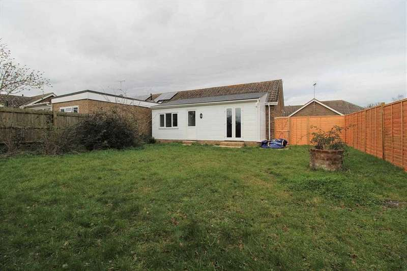 2 Bedrooms Bungalow for sale in Post Mill Crescent, Grundisburgh