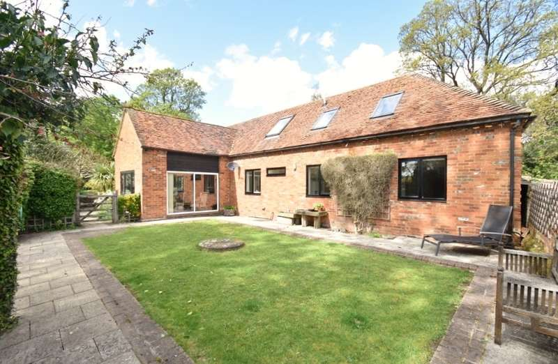 4 Bedrooms Barn Conversion Character Property for sale in The Bury, Church Street, Chesham, HP5