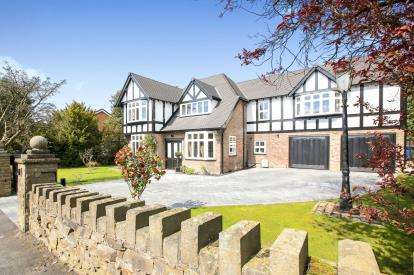 5 Bedrooms Detached House for sale in Hartington Road, Disley, Stockport, Cheshire