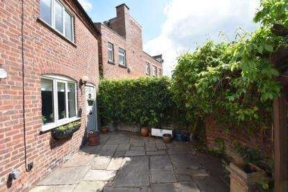 2 Bedrooms End Of Terrace House for sale in White Bear Yard, Canute Place, Knutsford, Cheshire