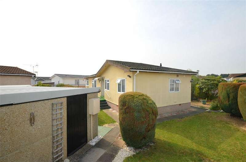 3 Bedrooms Park Home Mobile Home for sale in Clifton Park, New Road, CLIFTON, Bedfordshire