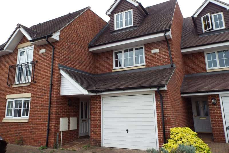 3 Bedrooms Semi Detached House for rent in Hayling Close, Cippenham, Slough, SL1