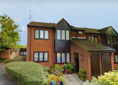 2 Bedrooms Flat for sale in Church Street, Oadby, Leicester, Leicestershire