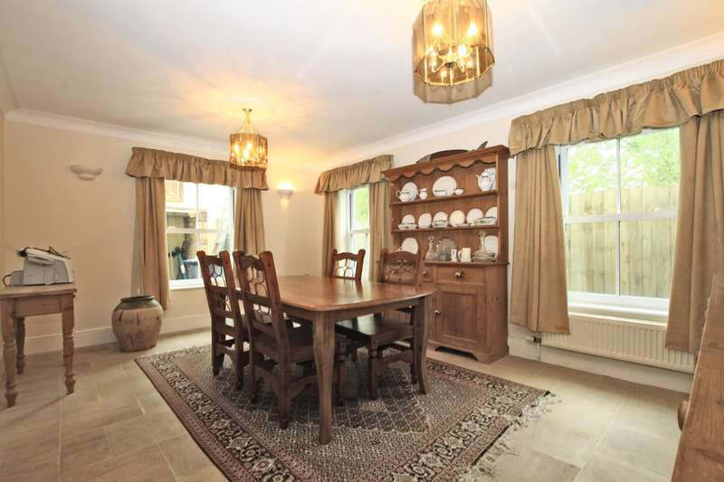 5 Bedrooms Detached House for sale in Old Malthouse Yard, Upton Scudamore, BA12