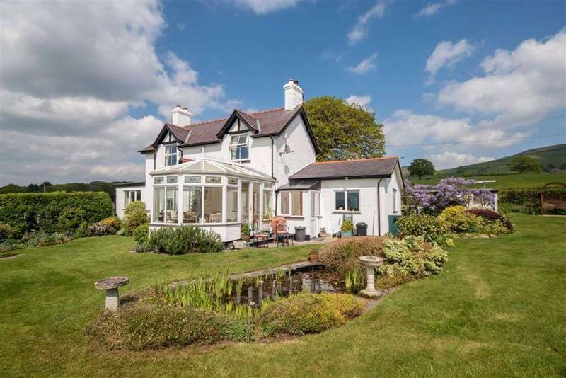 4 Bedrooms Detached House for sale in Llangynhafal, Denbigh