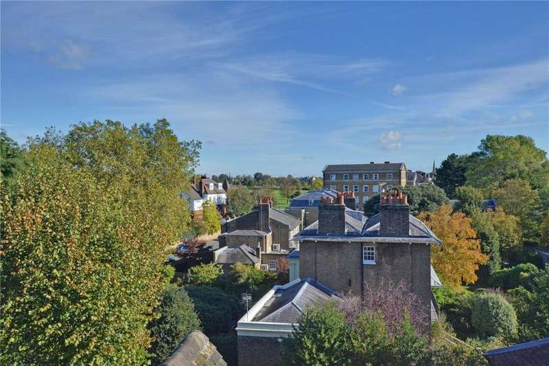 3 Bedrooms Flat for sale in The Close, Heath Lane, Blackheath, London, SE3