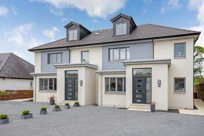 5 Bedrooms Semi Detached House for sale in Beachway, Largs