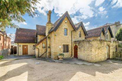 5 Bedrooms Detached House for sale in Bromham Road, Bedford, Bedfordshire