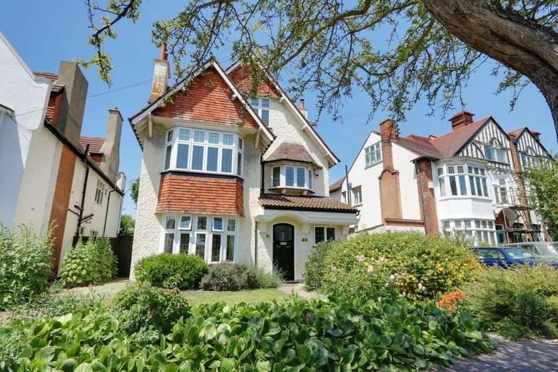 6 Bedrooms Detached House for sale in Crowstone Road, Westcliff On Sea