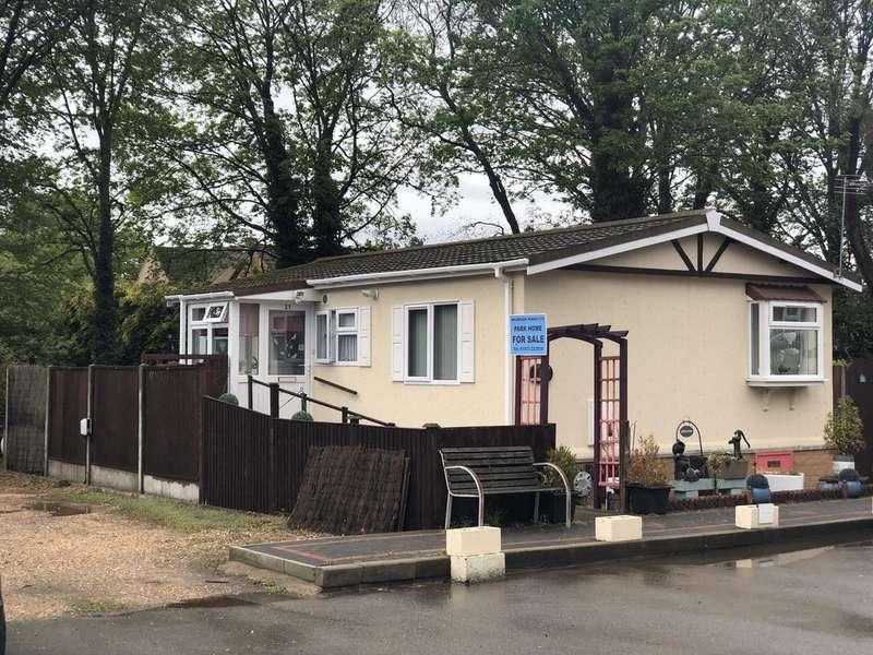 2 Bedrooms Park Home Mobile Home for sale in Brookside Mobile Home Park, Bromham, Bedford MK43