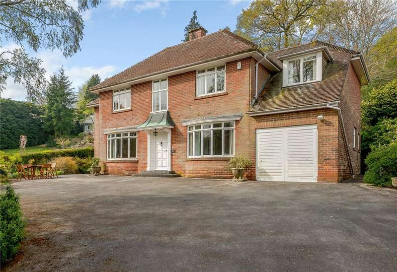 3 Bedrooms Detached House for sale in Emery Down, Lyndhurst, Hampshire