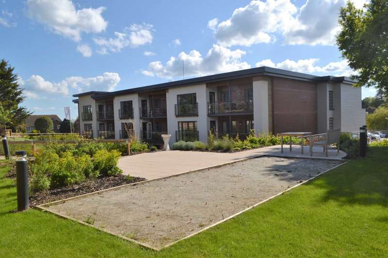 2 Bedrooms Flat for sale in Pincombe Court, Buckingham Close