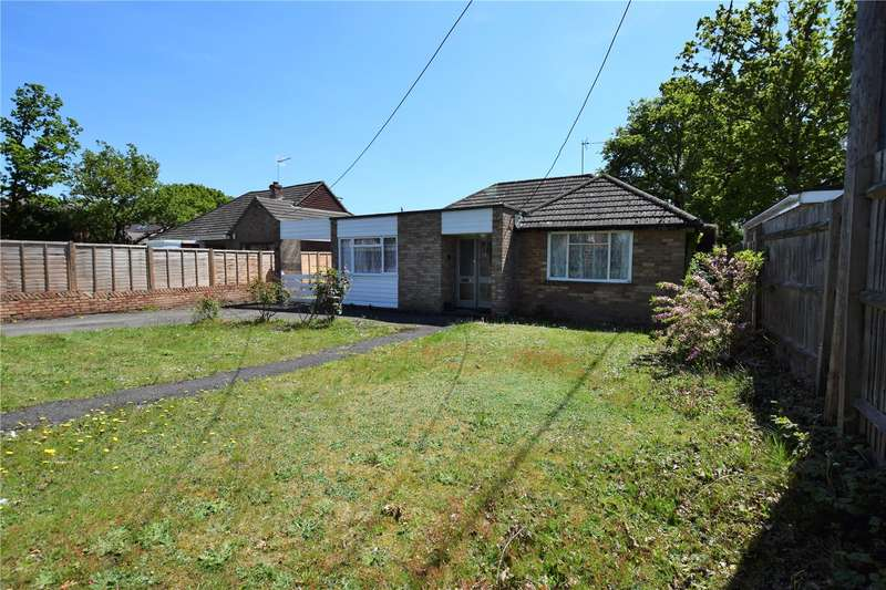 3 Bedrooms Detached Bungalow for rent in Clayhill Road, Burghfield Common, RG7
