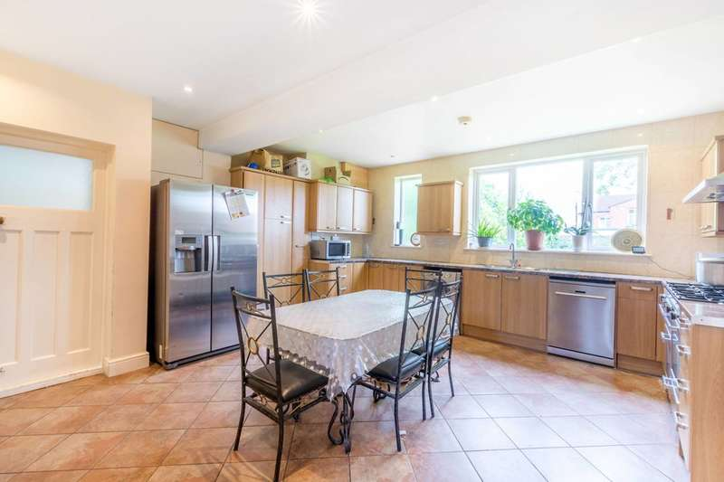4 Bedrooms Detached House for sale in Scarle Road, Wembley, HA0