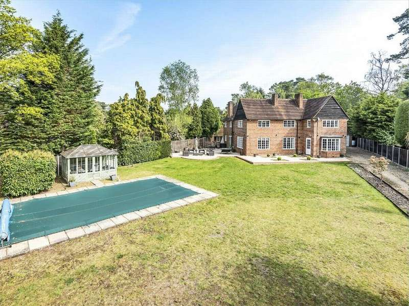 4 Bedrooms Detached House for sale in Hillsborough Park, Camberley, Surrey
