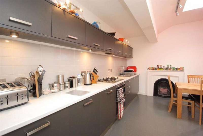 4 Bedrooms Flat for rent in Leopold Place, Edinburgh
