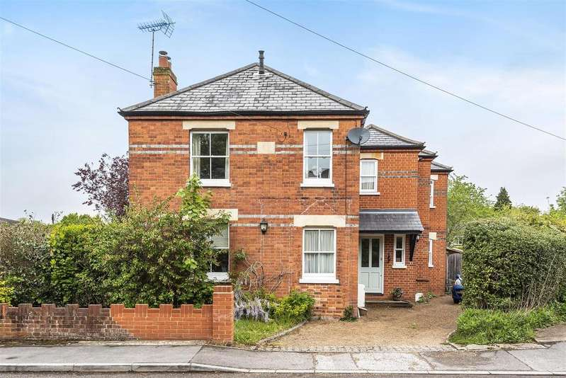 3 Bedrooms Detached House for sale in Church Road East, Crowthorne, Berkshire, RG45 7LZ